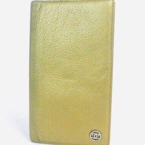 Chanel coco botton caviar skin leather wallet